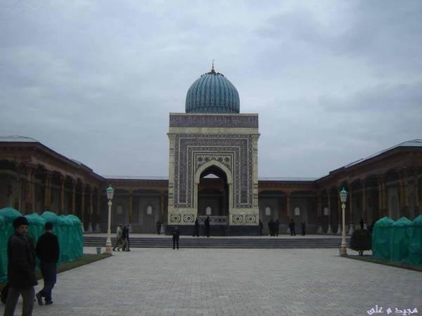 مقبر بخاری با کنبد و تزئینات